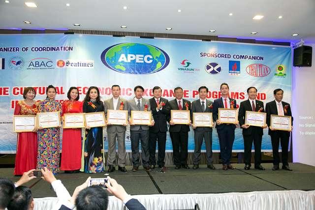 """Willendrof được vinh danh """"Thương hiệu uy tín chất lượng APEC 2015"""" tại Singapore"""