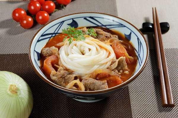 Món mới bổ dưỡng cho mùa hè – Mì Udon bò cà chua