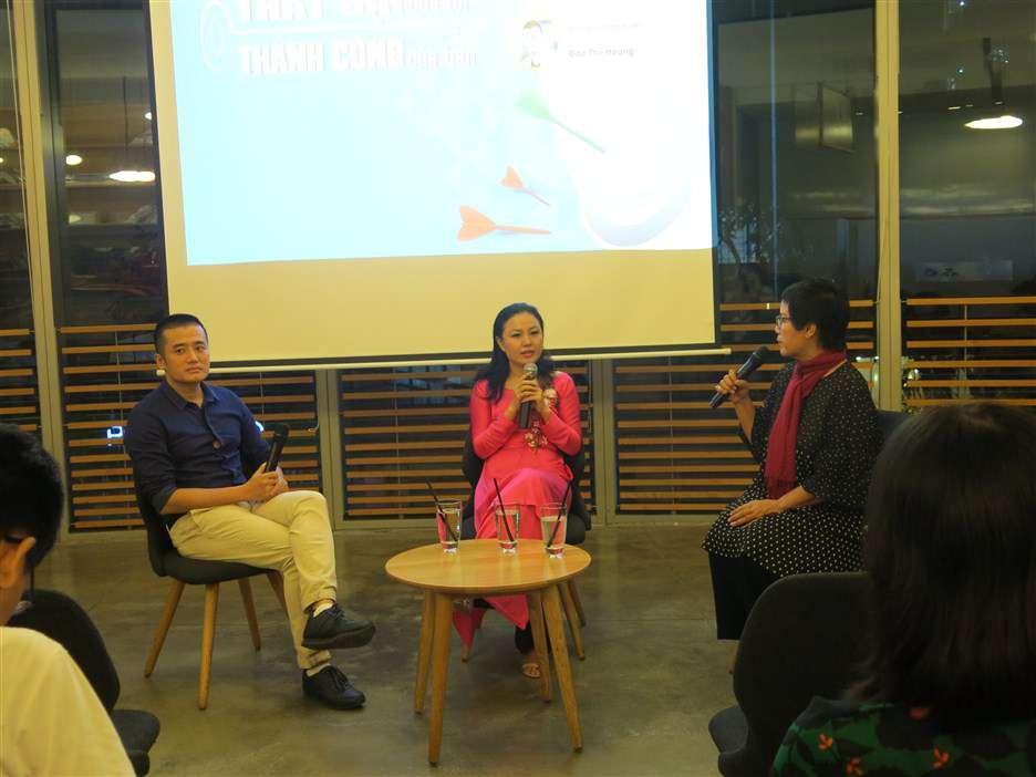 Nhà báo Đỗ Hương và Đào Thế Hoàng dẫn dắt chương trình này cũng cùng lắng lại với câu chuyện của Minh Đăng