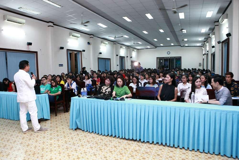 Chương trình thu hút khá đông các bạn sinh viên