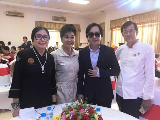 NS Xuân Hương và bà Triệu Thị Chơi, ông Lý Sanh (Chuyên viên ẩm thực) cùng với NSƯT Kim Tử Long tại Cuộc thi nấu ăn Ngon tự nhiên mỗi ngày