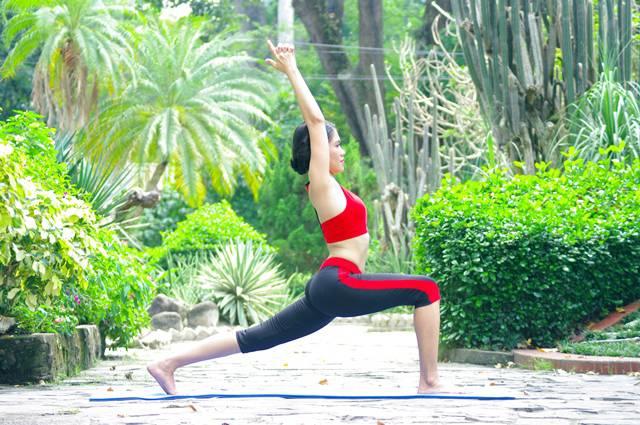 Viet Nhi - với độc tác yoga Chien binh