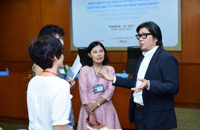 GS.BS Donald Tan tra loi phong van