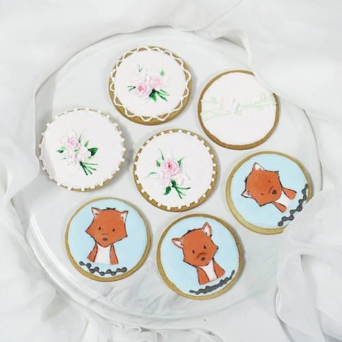 Chị Nguyễn Hồng kỳ vọng mỗi chiếc bánh là một tác phẩm nghệ thuật, được trang trí cầu kỳ và chăm chút tỉ mỉ. Bà mẹ trẻ mong muốn chiếc bánh được tạo nên từ niềm vui của người mẹ sẽ khiến mọi em bé mỉm cười.